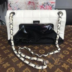 CHANEL Chocolate bar Kiss-Lock Shoulder Bag